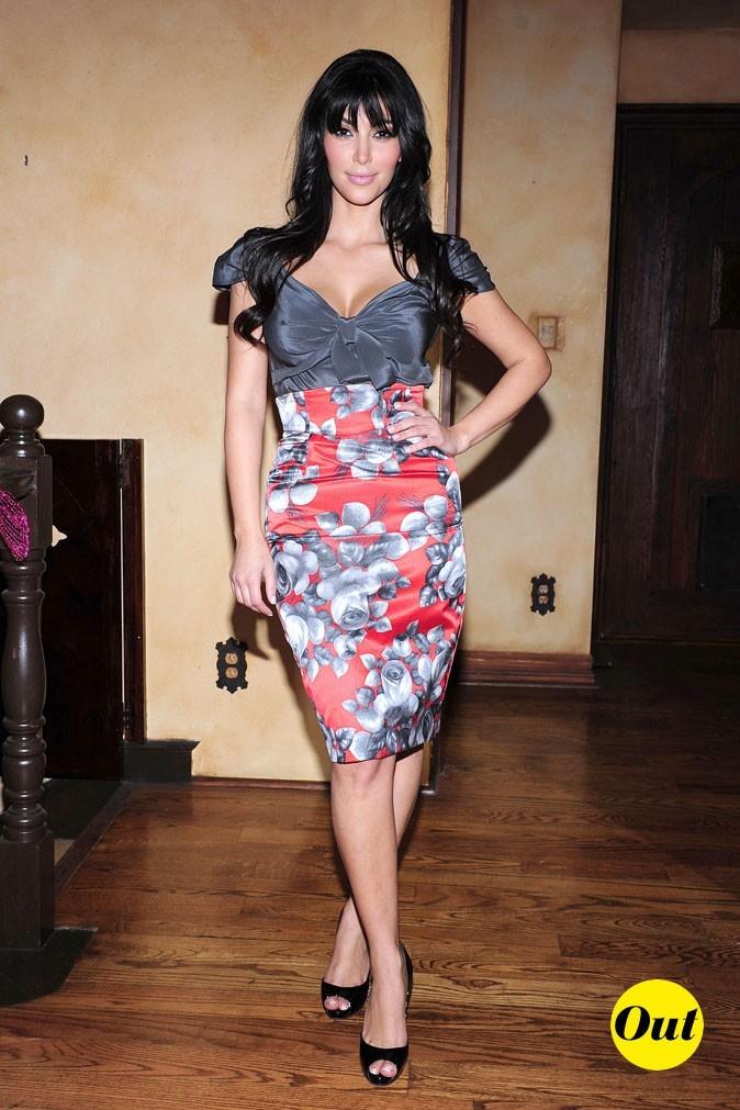 Look de Kim Kardashian : une jupe crayon fleurie en 2008