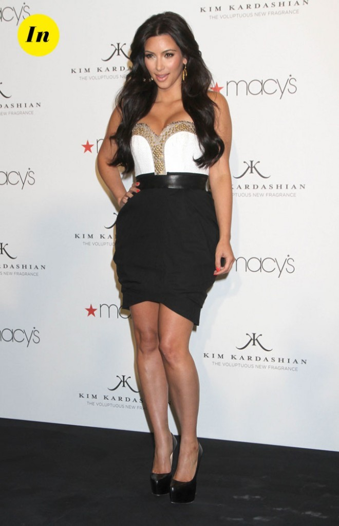 Look de Kim Kardashian : une robe black and white en 2011