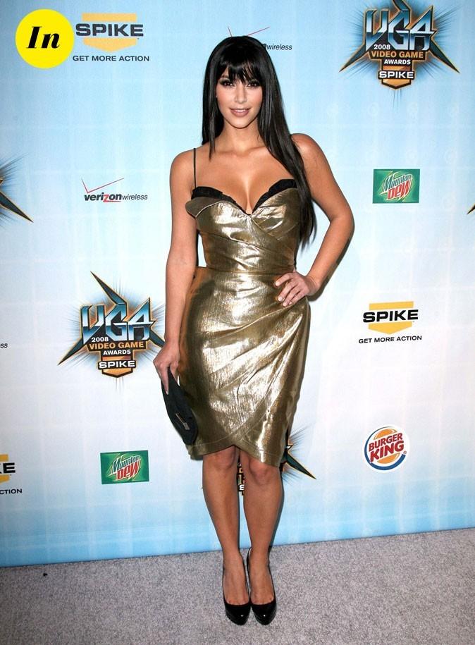 Look de Kim Kardashian : une robe lamée or en 2008