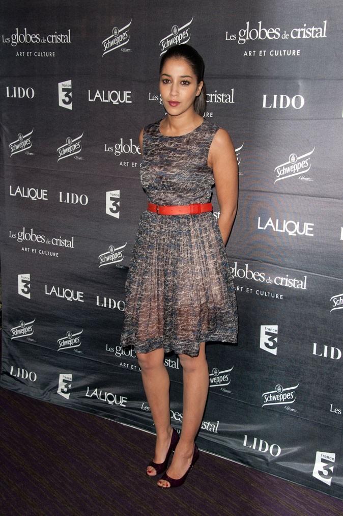 La robe en voile et la ceinture rouge de Leïla Bekhti en Février 2011 !