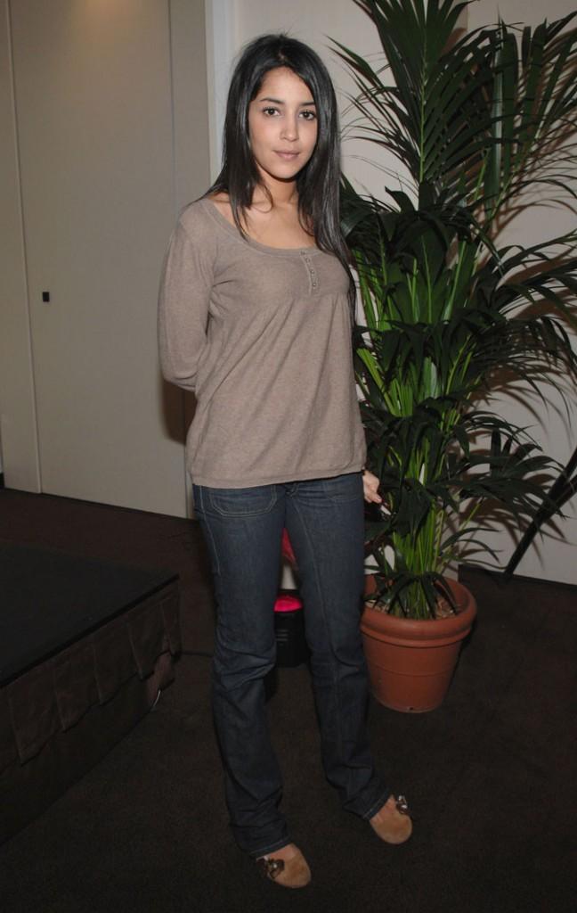 Le look casual de Leïla Bekhti en Janvier 2007 !