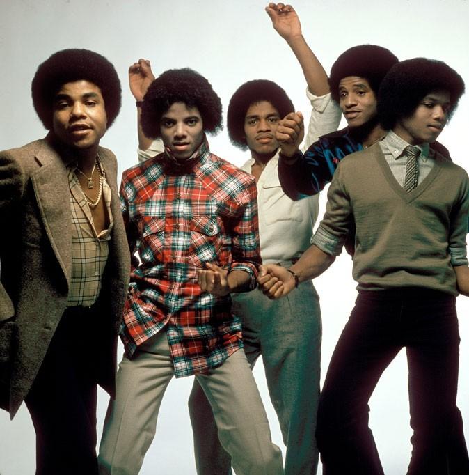 Look de Michael Jackson : une chemise à carreaux dans les années 70 avec les Jackson Five