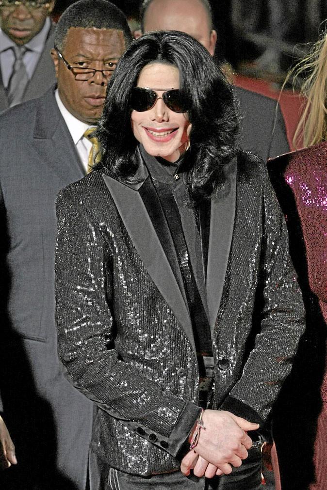Look de Michael Jackson : veste à sequins noirs en novembre 2006