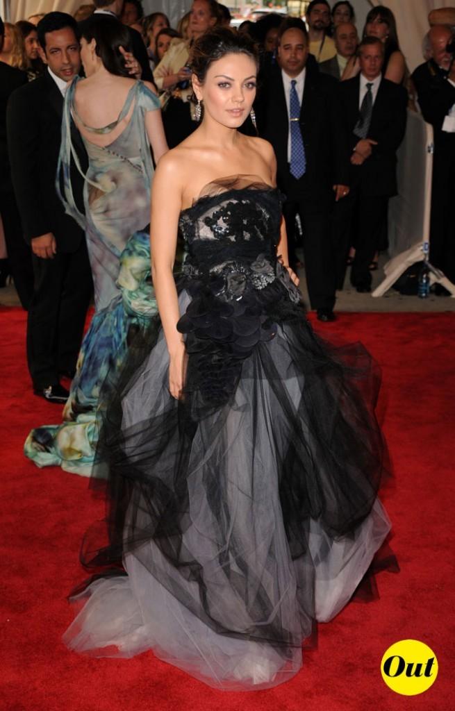 La longue robe bustier en tulle, perles et broderies de Mila Kunis en Mai 2010 !