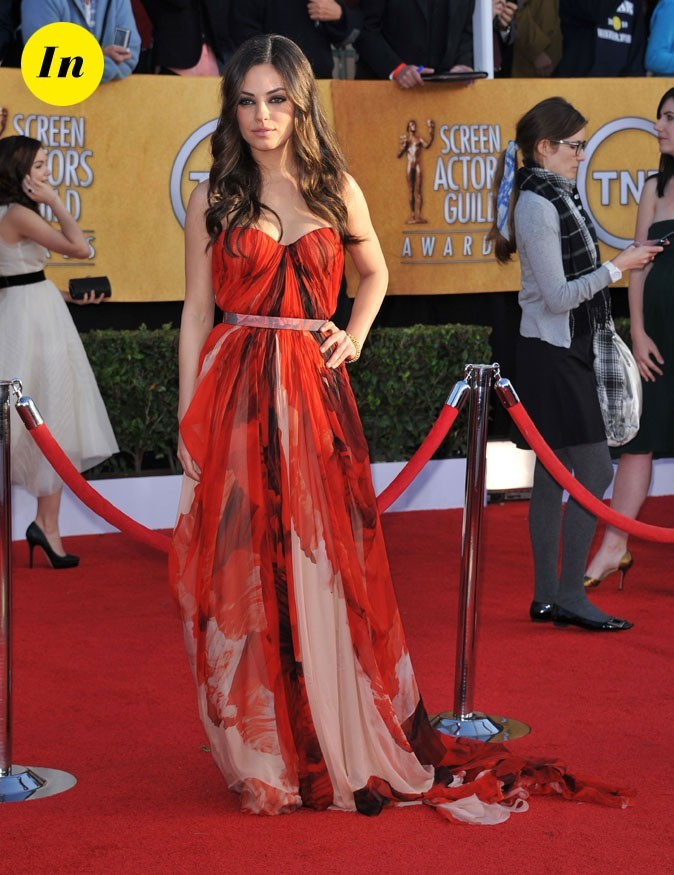 La robe longue rouge Alexander Mc Queen de Mila Kunis en Janvier 2011 !