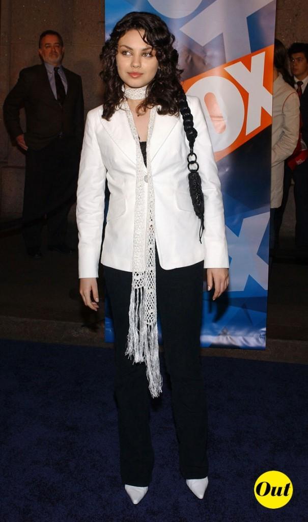 La veste et les escarpins blancs de Mila Kunis en Mai 2003 !
