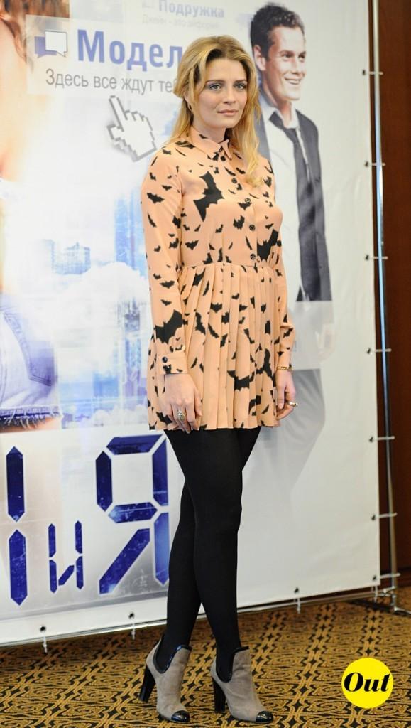 2011 : Mischa Barton lors d'une conférence de presse à Moscou !
