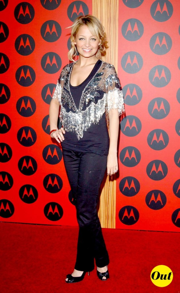 Look de Nicole Richie :  un gilet à franges en décembre 2004