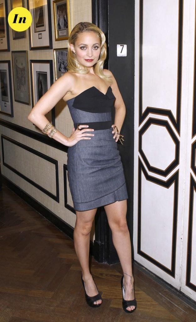 Look de Nicole Richie :  une robe bustier tendance working girl en février 2011