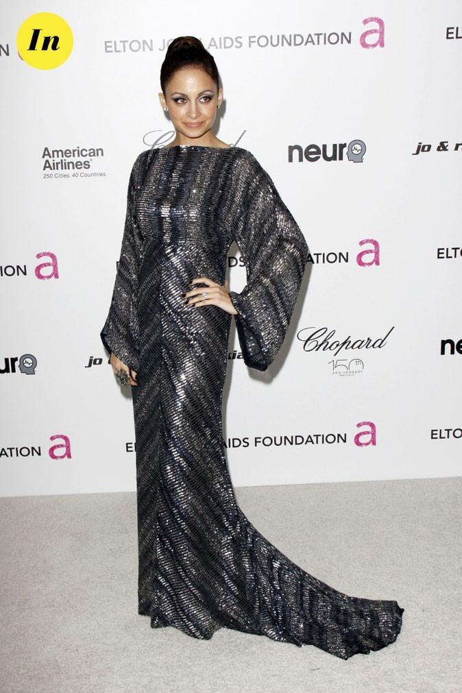 Look de Nicole Richie :  une robe longue brillante en mars 2010