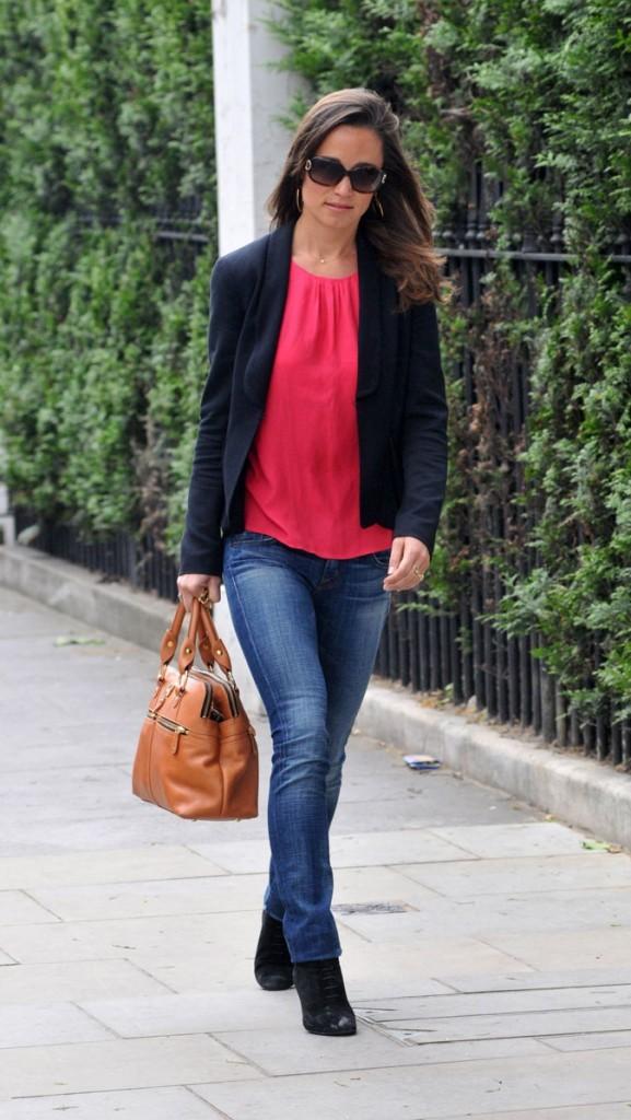 Le look rouge de Pippa Middleton en mai 2011