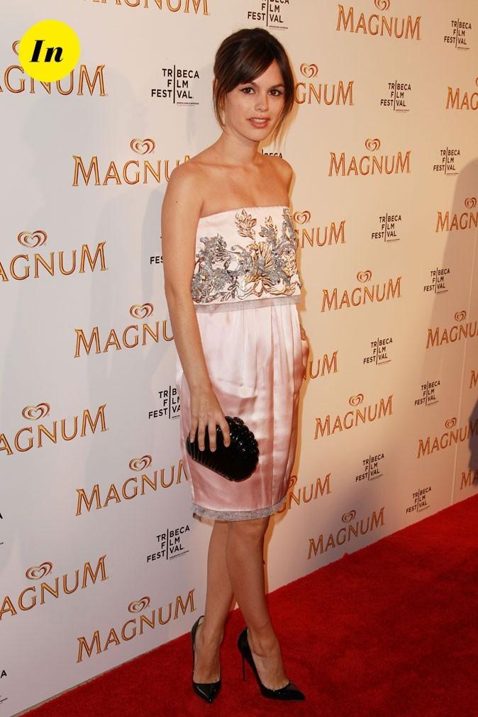 La robe bustier brodée Chanel de Rachel Bilson en Avril 2011 !