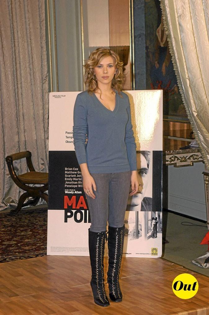 Scarlett Johansson en 2005 : un jean rentré dans des bottes à talons
