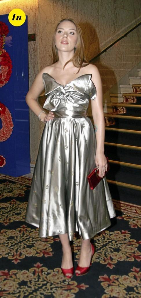 Scarlett Johansson en 2008 : une robe mi-longue satinée