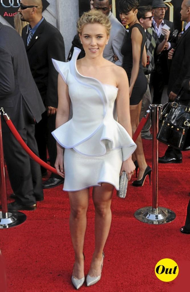 Scarlett Johansson en 2010 : minirobe bustier tendance futuriste