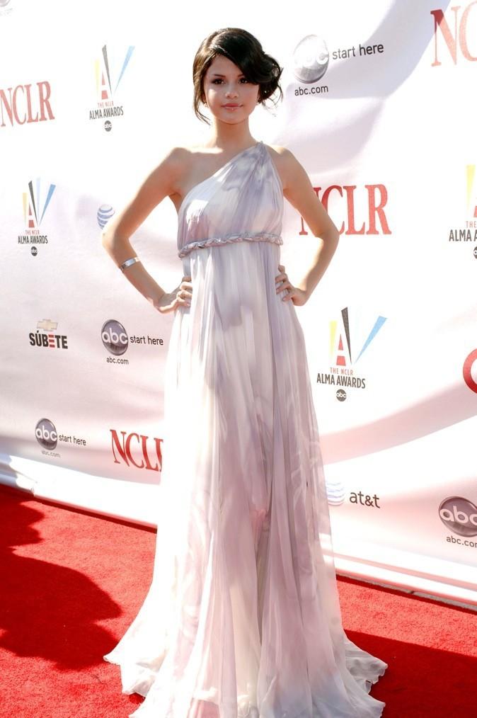 Août 2008: Majestueuse en robe vestale