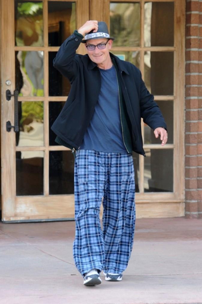 Charlie Sheen en pyjama