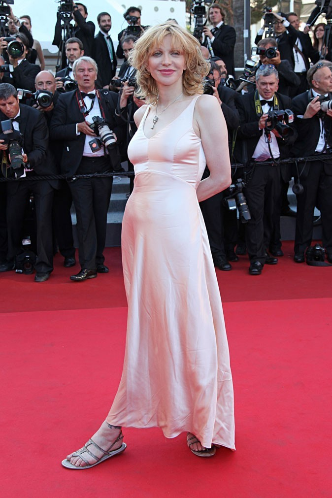 La robe nude en soie de Courtney Love !