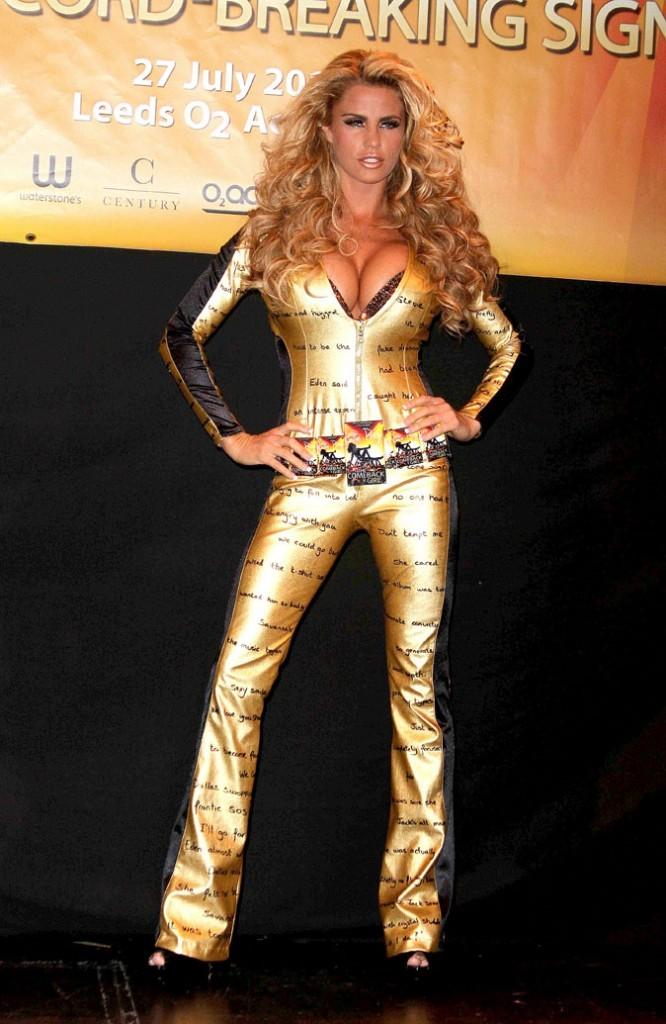 La tenue dorée et imprimée de Katie Price !