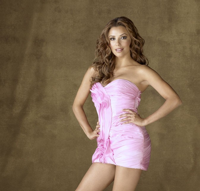 Looks d'Eva Longoria : une mini-robe rose dans Desperate Housewives !