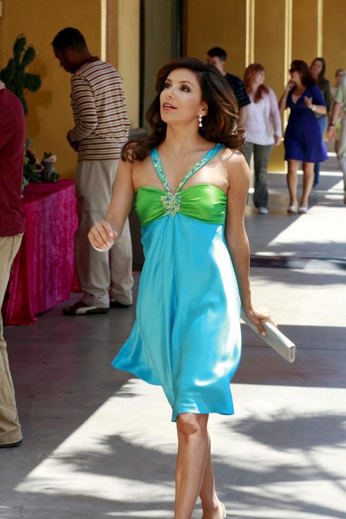Looks d'Eva Longoria : une robe bain de soleil color block dans Desperate Housewives !