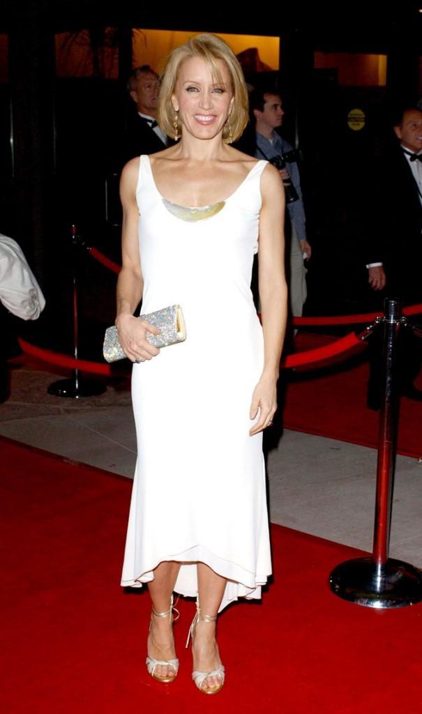 Looks de Felicity Huffman : une robe blanche mi-longue sur tapis rouge !