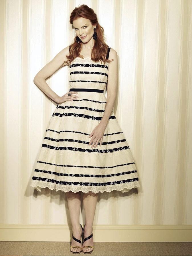 Looks de Marcia Cross : une robe-jupon à rayures dans Desperate Housewives !