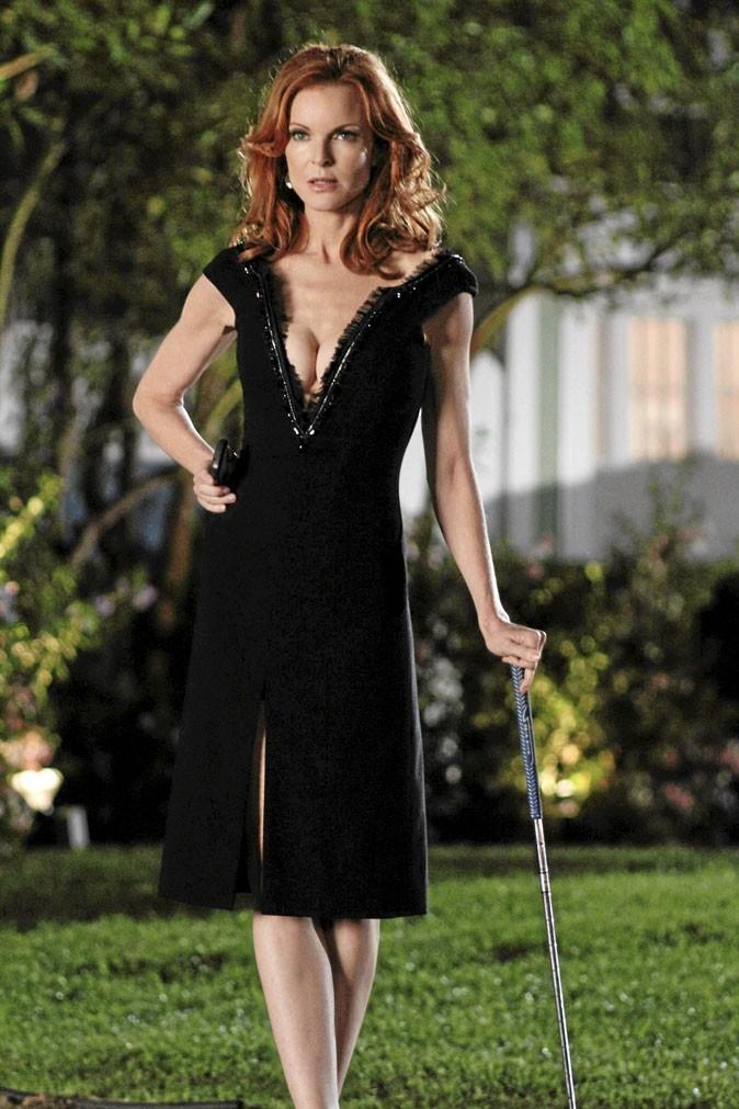Looks de Marcia Cross : une robe retournée pour un décolleté sexy dans Desperate Housewives !