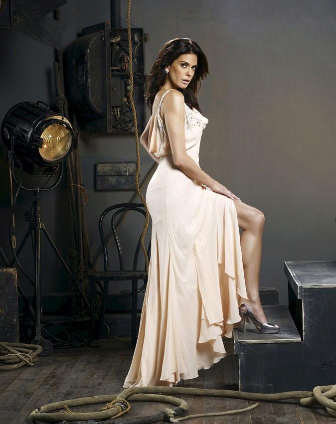 Looks de Teri Hatcher : une robe de soirée nude dans Desperate Housewives !