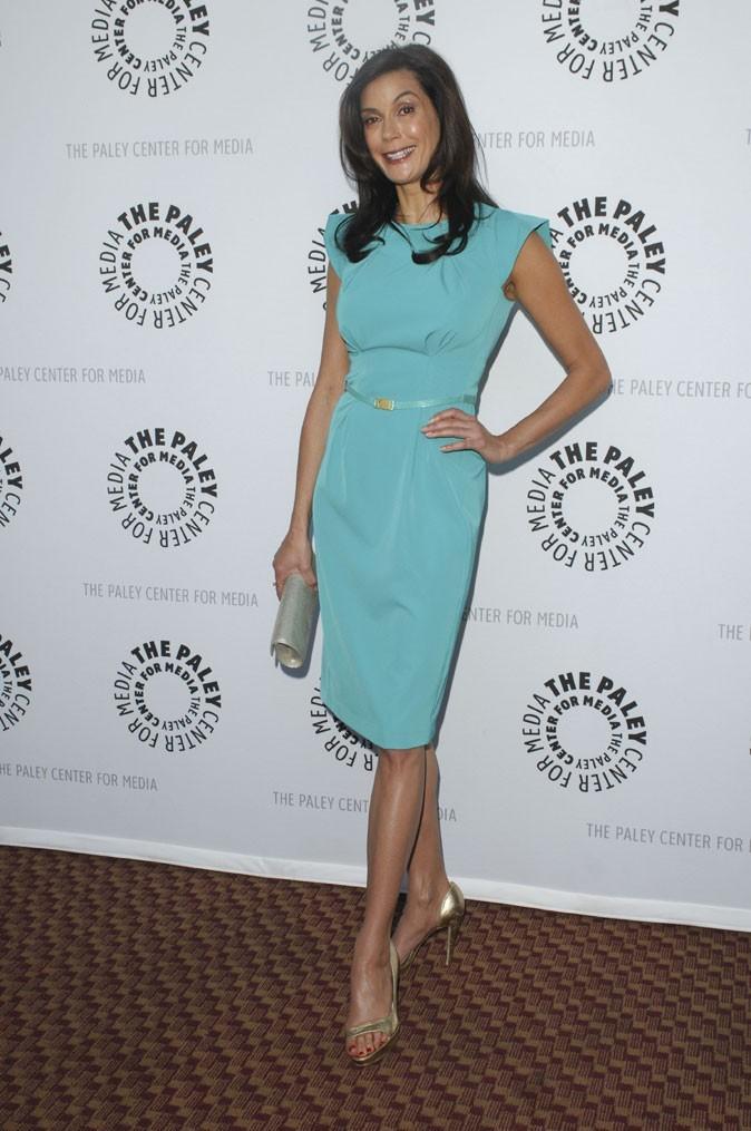Looks de Teri Hatcher : une robe turquoise ceinturée sur tapis rouge !
