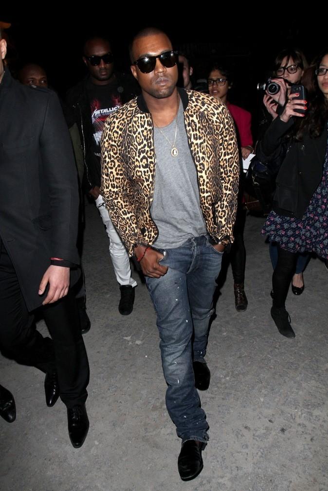 Kanye West teste la veste léopard !