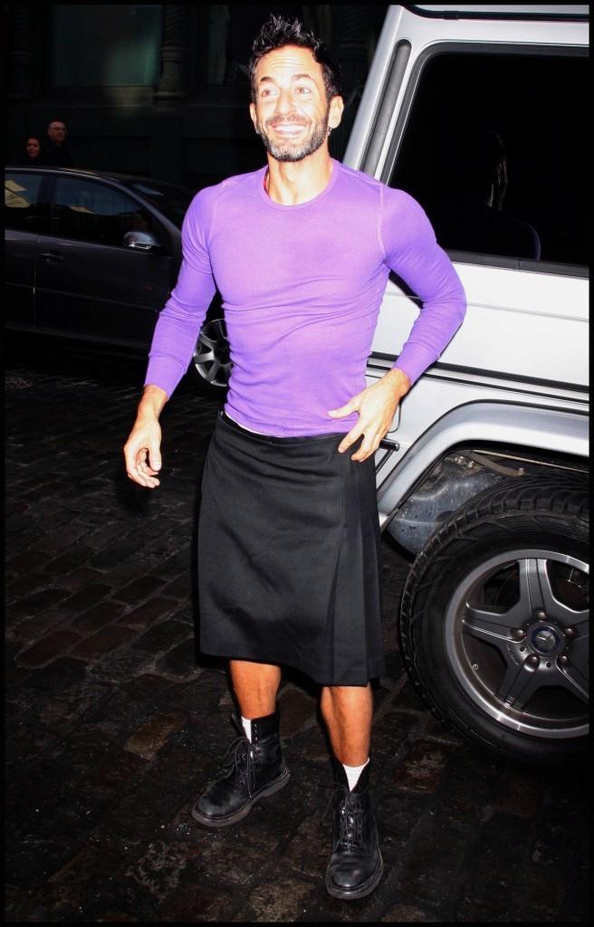 Marc Jacobs n'a peur de rien : jupe + top moulant + rose !