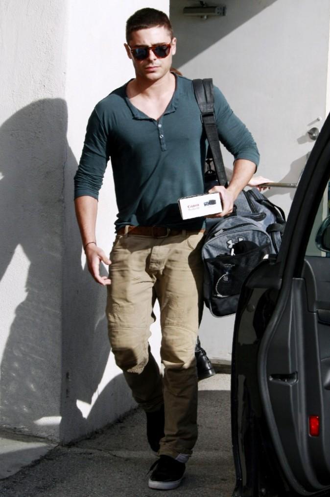 Zac Efron réfrène ses pulsions de bimboy !