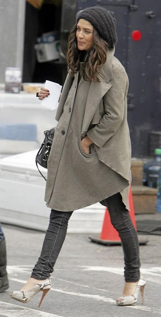 Le manteau-cape et les escarpins python de Vanessa Abrams !