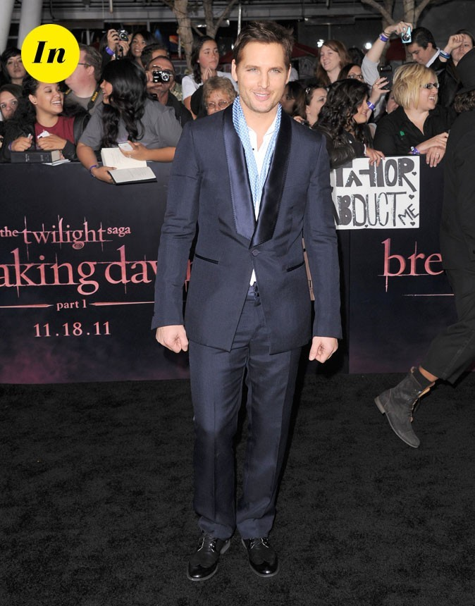 Peter Facinelli en costume bleu nuit façon dandy chic