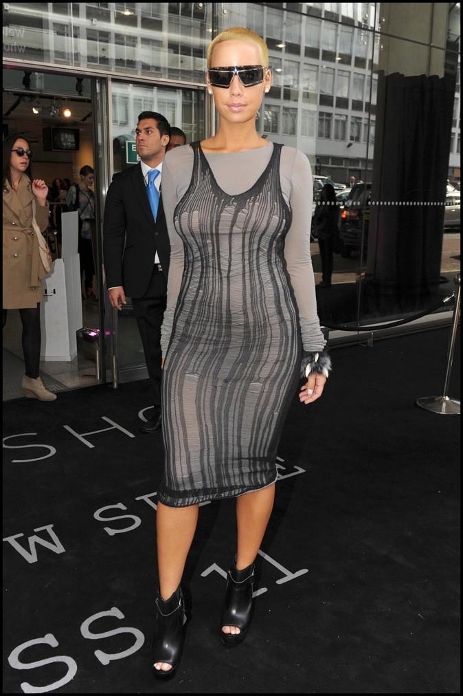 2010: Amber Rose à la semaine de la mode à Londres.