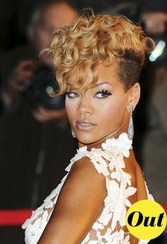 Coiffure tendance hiver 2011 : la coupe de cheveux mi-rasée mi-frisée de Rihanna