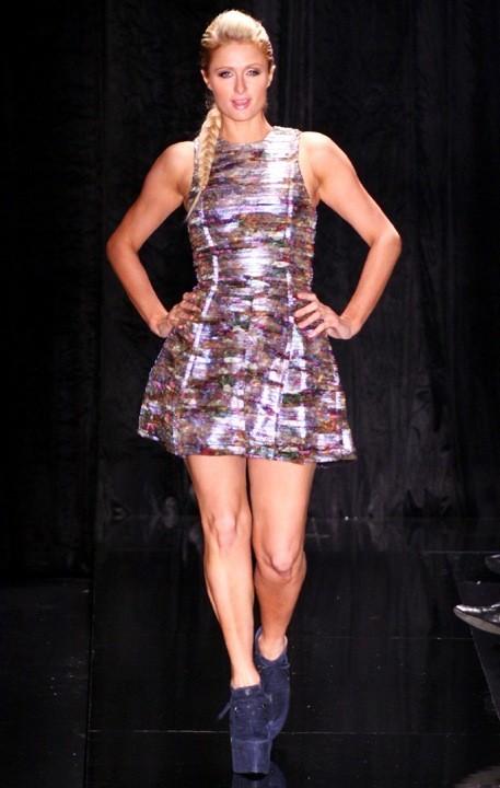 Paris Hilton défilé pour Triton à la fashion week de Sao Paulo