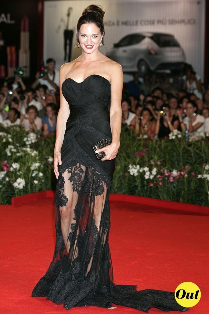 Mostra de Venise 2011 : la robe en dentelle Alberta Ferretti d'Asia Argento