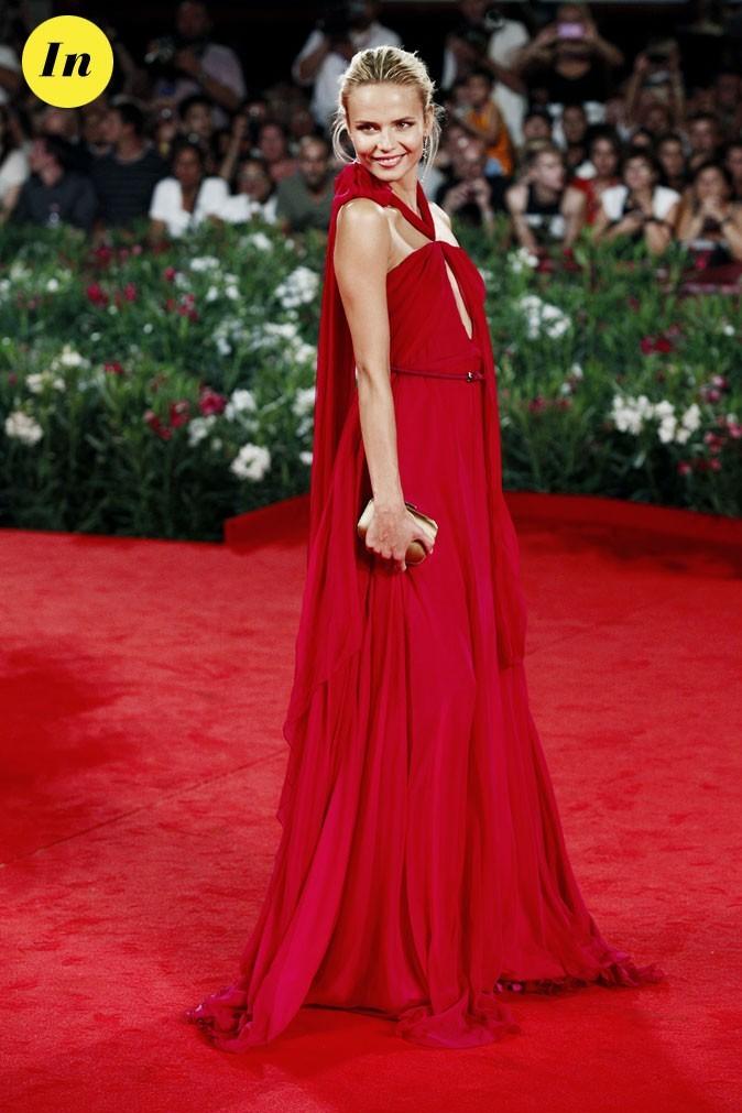 Mostra de Venise 2011 : la robe longue framboise Gucci de Natasha Poly