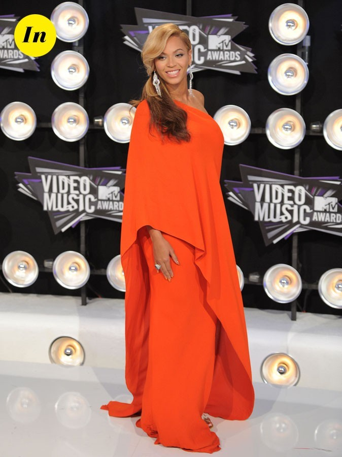 Le look de Beyoncé enceinte aux MTV Video Music Awards 2011 : une robe orange asymétrique Lanvin