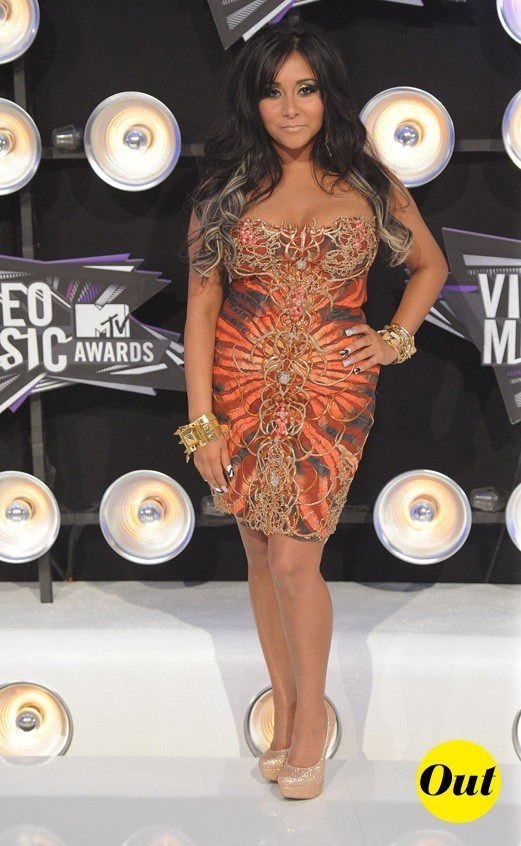 Le look de Snooki aux MTV Video Music Awards 2011 : une robe bustier orange et des escarpins dorés