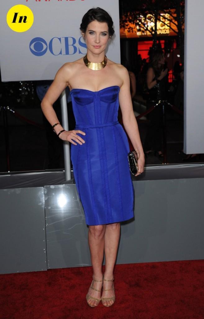 Cobie Smulders (How I Met Your Mother) dans une robe bleu électrique de chez Reem Acra