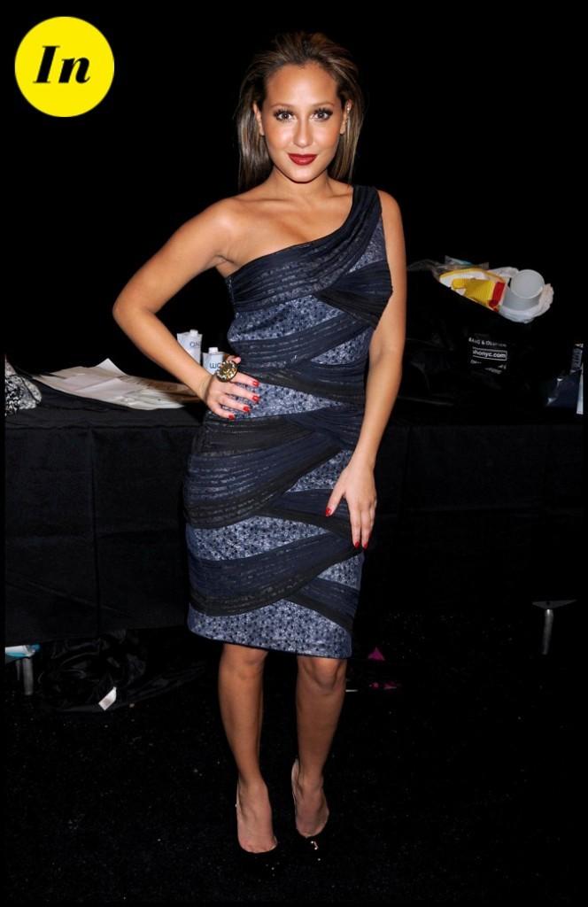 Adrienne Bailon, divine dans cette robe bleue nuit !