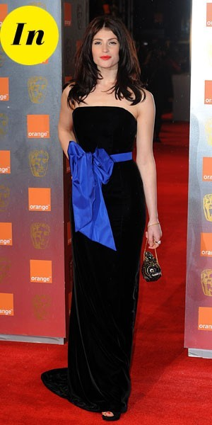 Photos : BAFTA Awards 2011 : la robe longue Yves Saint Laurent de Gemma Arterton
