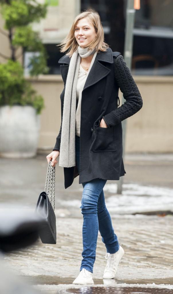 Photos : Karlie Kloss : de teenage girl à femme fatale, découvrez son CV Fashion !
