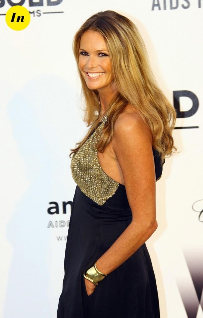 Bronzage parfait et chevelure dorée pour Elle Macpherson !