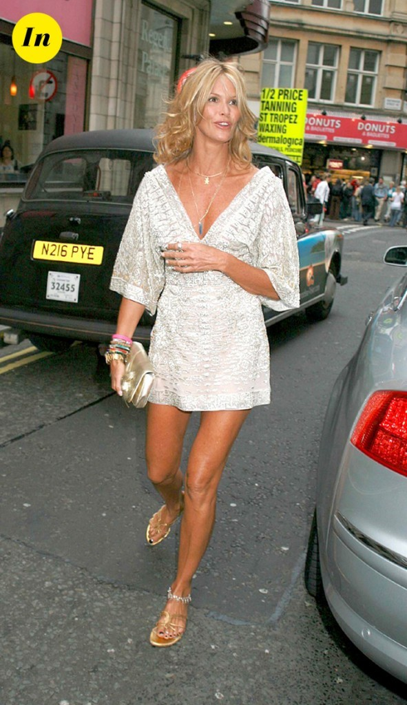 Mini robe argentée pour Elle Macpherson !