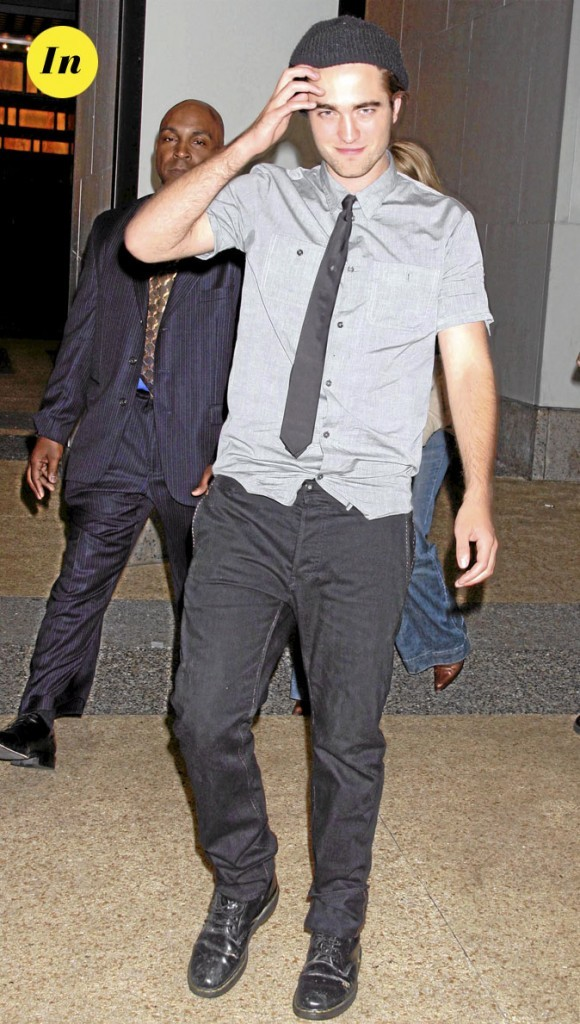 Le look cravate rock de Robert Pattinson en 2010