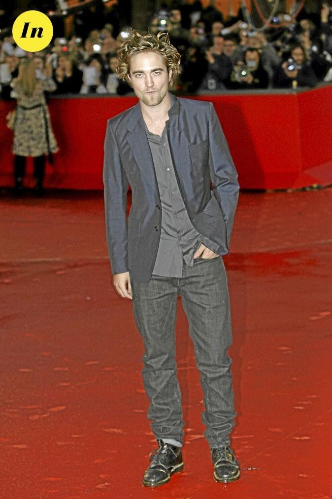 Le look veste soyeuse + jean de Robert Pattinson en 2008